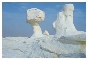 white desert 1 Inilah Keajaiban Gurun Putih Mesir Yang Eksotis