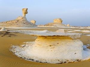 white desert 2 Inilah Keajaiban Gurun Putih Mesir Yang Eksotis